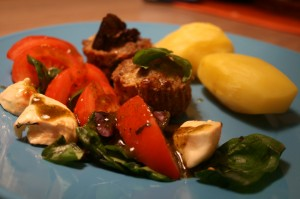 Hakklihamuffinid itaalia salatiga